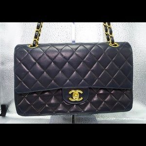 83bb74e5c0b7 Women's Large Classic Flap Bag Chanel on Poshmark